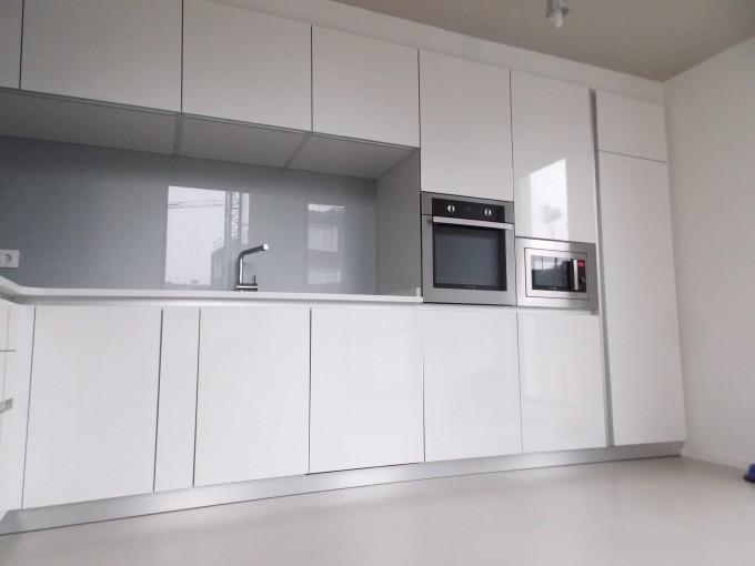 Amueblamiento de cocina en unifamiliar for Frentes de muebles de cocina